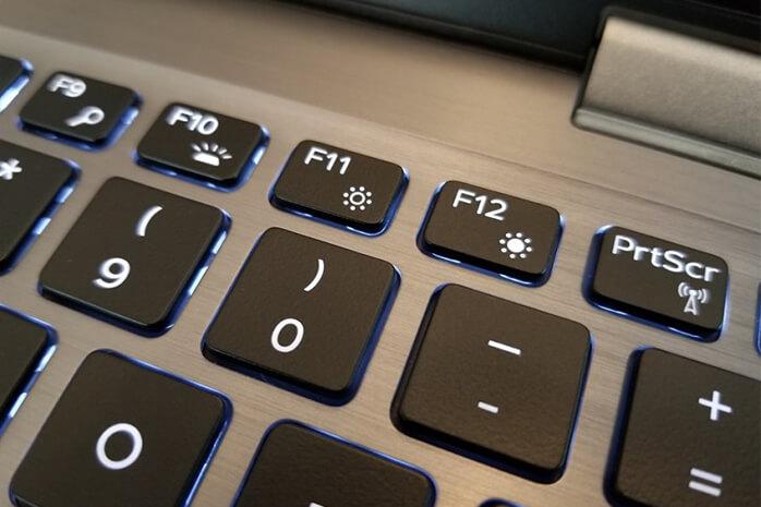 Menggunakan Tombol pada Keyboard