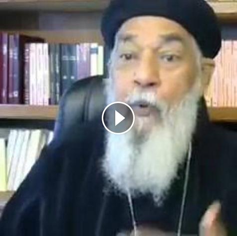 """بالفيديو: ولأول مرة قسيس مصري للسيسي """"انت أسوأ رئيس جه مصر، اتخدعنا فيك ووقفنا جنبك في 30-6 وخنتنا"""