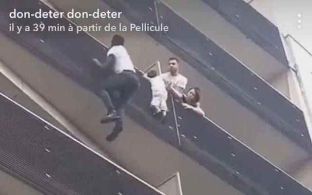 Imigrante malinês salva criança no prédio e ganha nacionalidade francesa (Imagem: Reprodução/Internet)