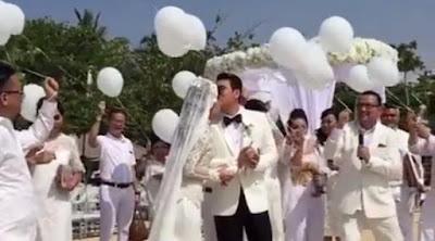 Foto Pernikahan Asty Ananta dan Hendra Suyanto