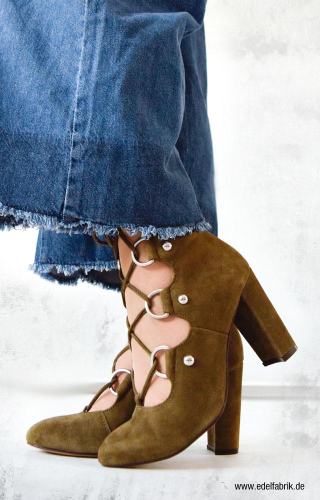 olivgrüne Schuhe aus Veloursleder mit Ösen von H&M