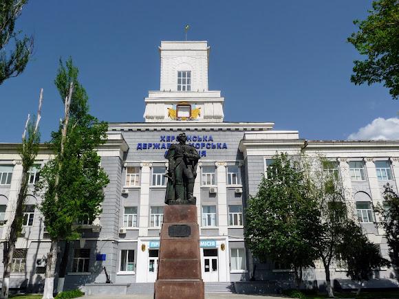 Херсон. Морская академия и памятник адмиралу Ф. Ф. Ушакову