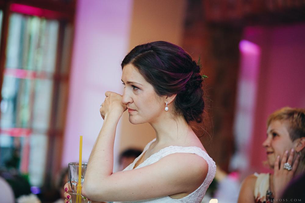 līgavas aizkustinājuma asaras