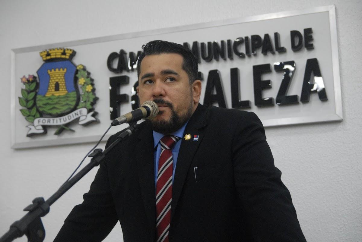 Vereador de Fortaleza propõe cota para pessoas trans em concursos