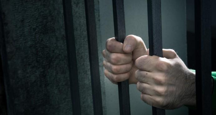 Apresan a cinco hombres acusados de contrabandear miles de unidades de cigarrillos y alcohol