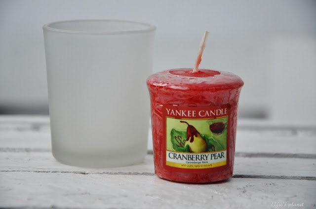 YANKEE CANDLE Cranberry Pear