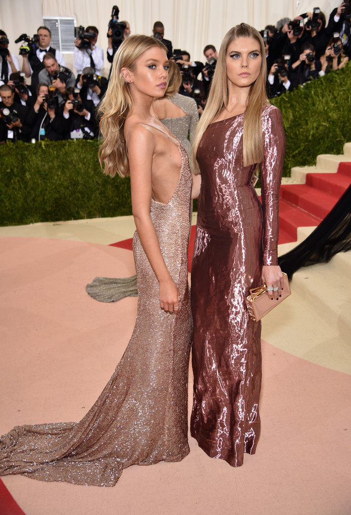 Maryna Linchuk and Stella Maxwell at the 2016 MET Gala