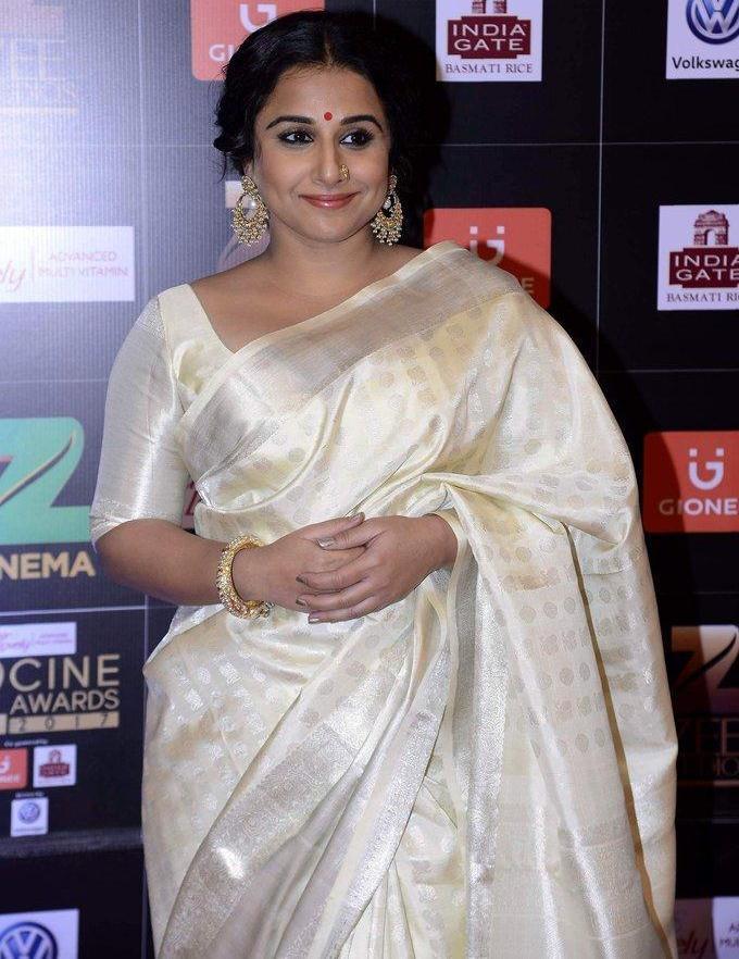 Hindi Actress Vidya Balan At Zee Cine Awards In White Saree