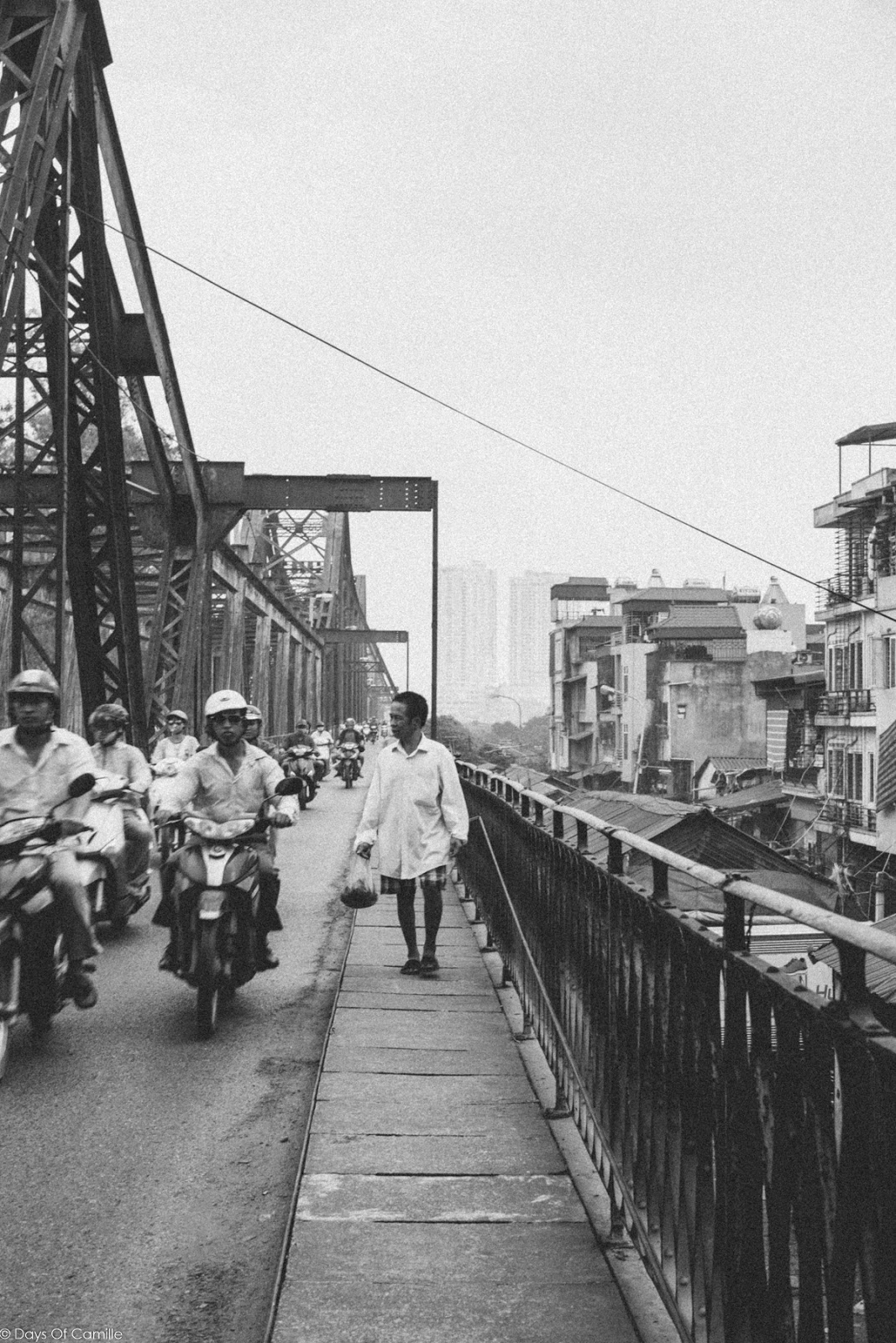 Sur le pont Long Biên à Hanoï - Vietnam #3