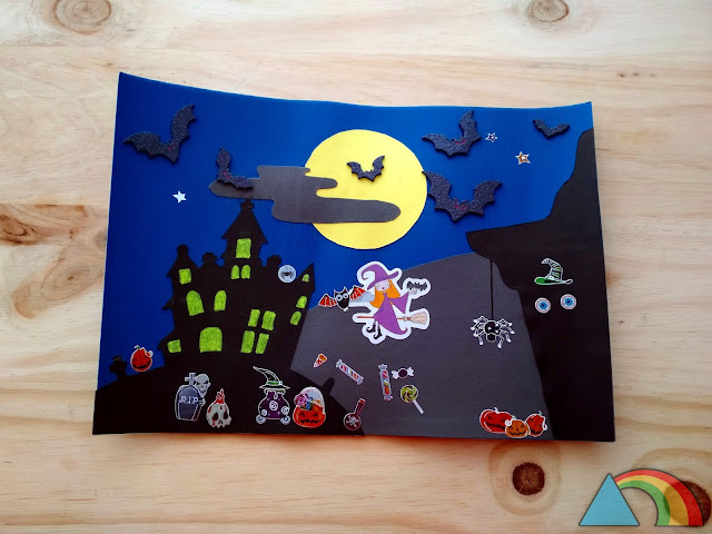 Paisaje de Halloween hecho con cartulinas y decorado con pegatinas