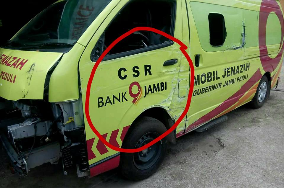 mobil ambulance bantuan csr bank jambi sudah ada yang rusak jambipos online. Black Bedroom Furniture Sets. Home Design Ideas