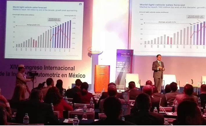 Guido Vildozo, director de Análisis del Sector Automotriz de la consultora internacional IHS, participó en el segundo día de actividades del CIIAM 2016 con la conferencia: Entorno Económico. (Foto: VI)