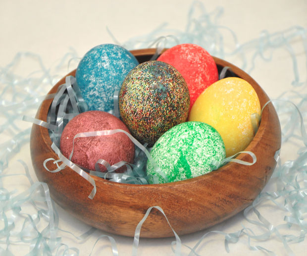 Βάψτε τα Πασχαλινά Αυγά με ρύζι και χρώμα ζαχαροπλαστικής