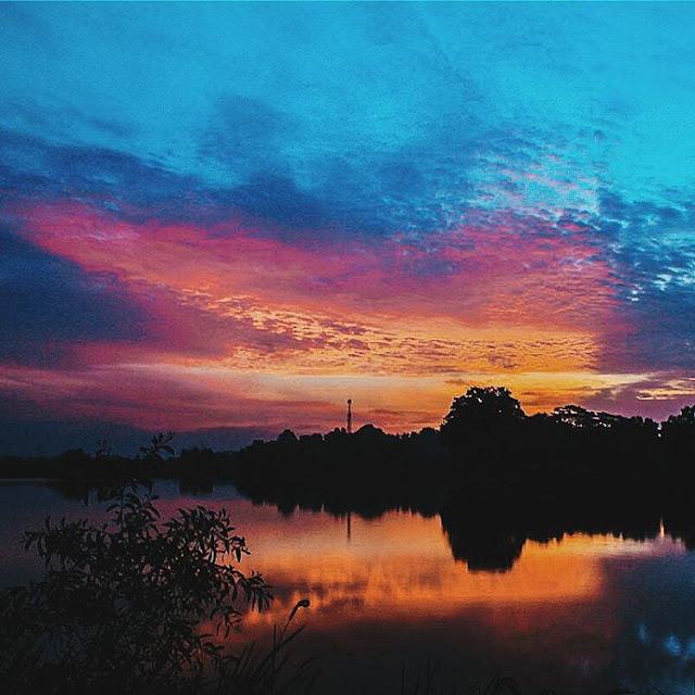foto sunset di danau cibeureum