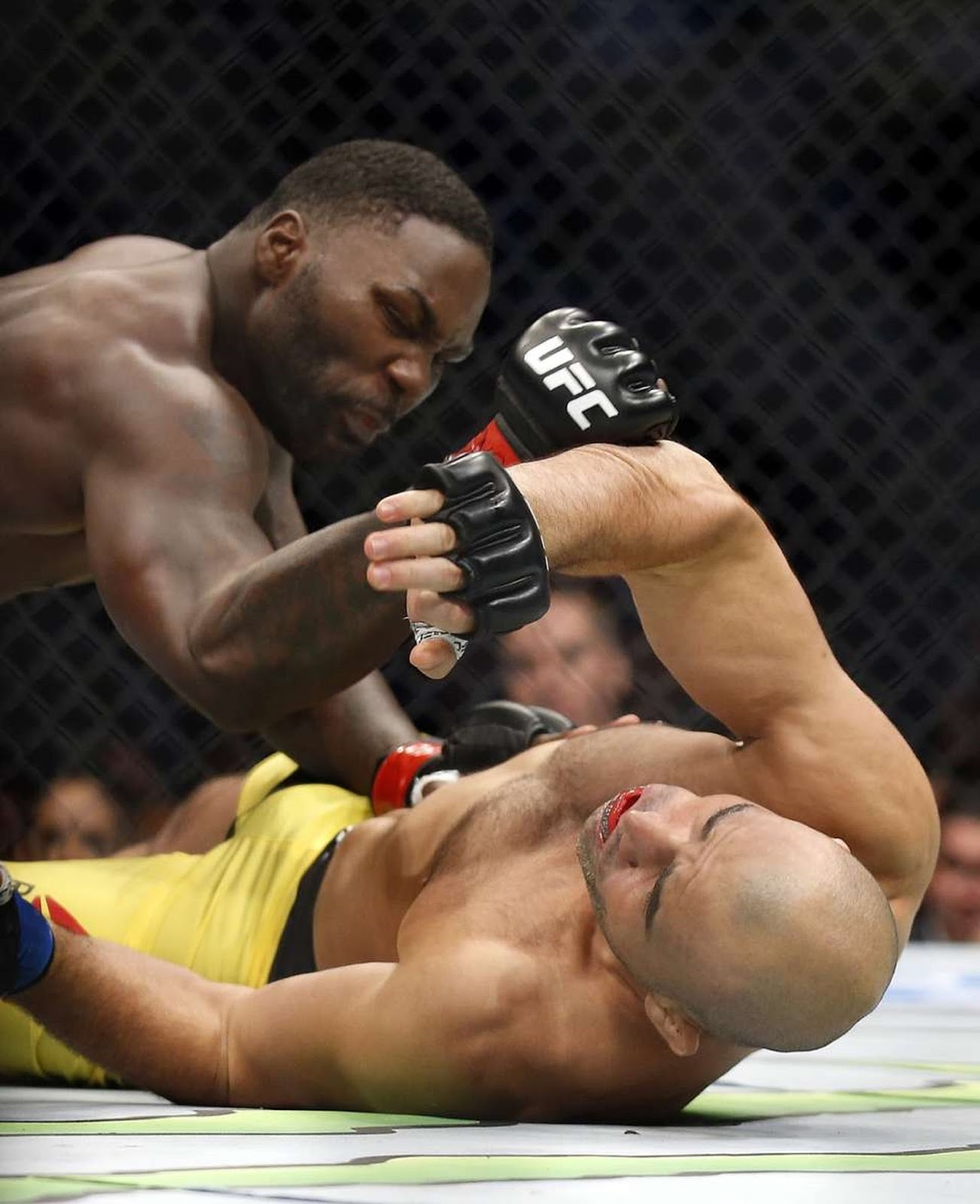 ANTHONY RUMBLE JOHNSON VS. GLOVER TEIXEIRA 5