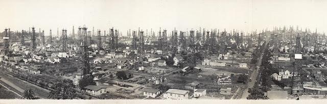 Depuis le début du XXe siècle des puits de pétrole existent dans les villes de Californie