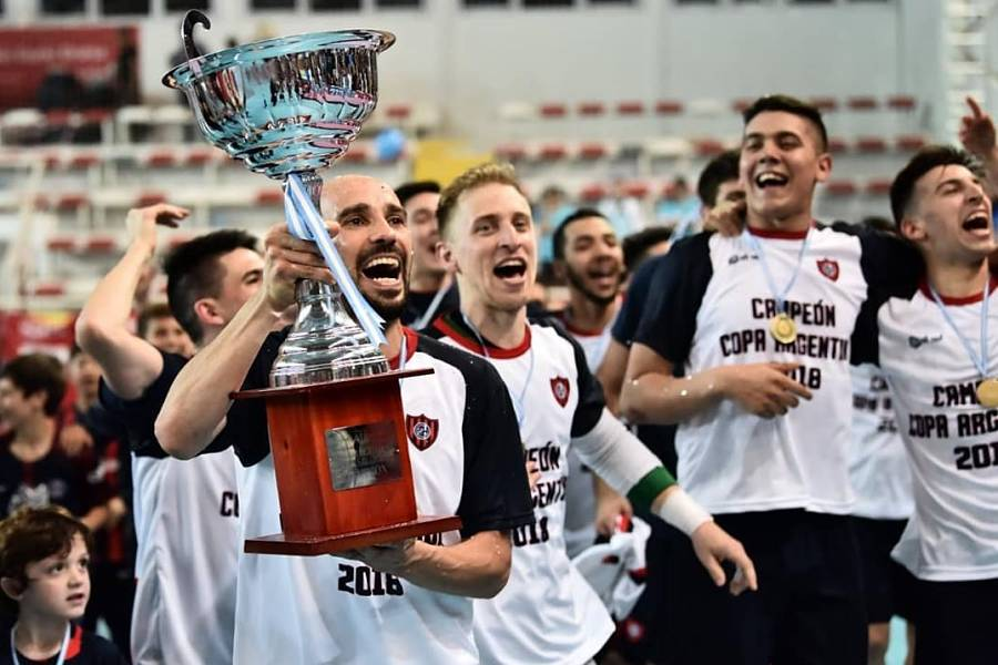 En un polideportivo Gorki Grana repleto se disputó la gran final de la copa  Argentina entre San Lorenzo cfda8db58b730