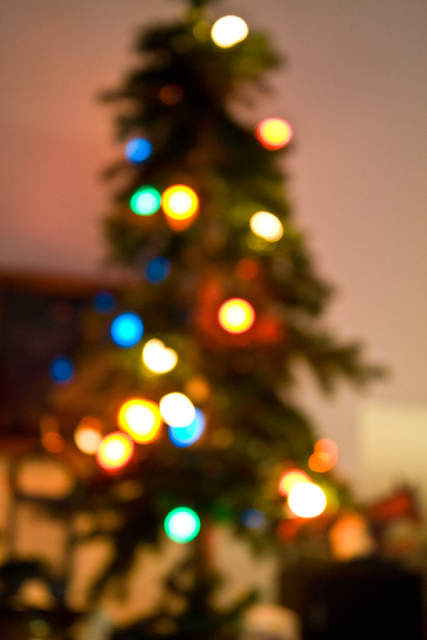Christmas Tree blur via www.foobella.blogspot.com
