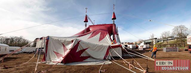 l'arrière de la tente du cirque
