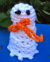 http://www.ravelry.com/patterns/library/ghost-treat