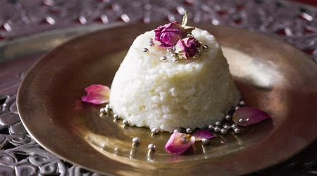 Creamy rice puddings with rosewater in a plate Creamy rice puddings with rosewater (Shir berenj) recipe