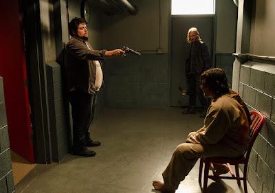 Daryl attende proprio di frotne ad una stanza decente
