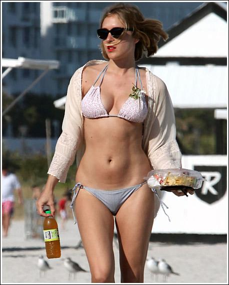 Hollywood Celebrities In Bikini  Desktop Wallpapers-5550