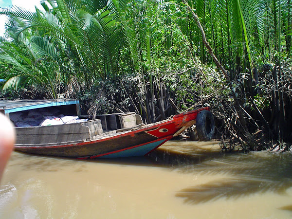 Barcos de madera en My Tho - Vietnam