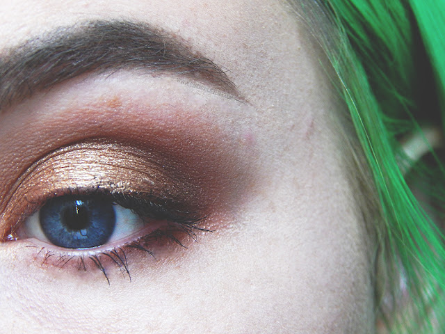 Gold and orange shimmer eyeshadow from an Autumnal makeup look