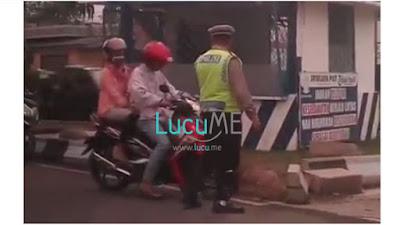 Pemotor Nekat Kabur Saat Ditilang Polisi Ini Videonya Viral di Media Sosial