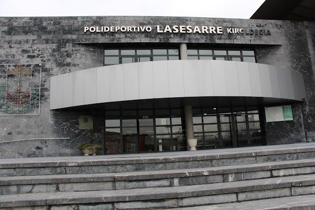 Detenido por grabar con un móvil en el vestuario femenino del polideportivo de Lasesarre