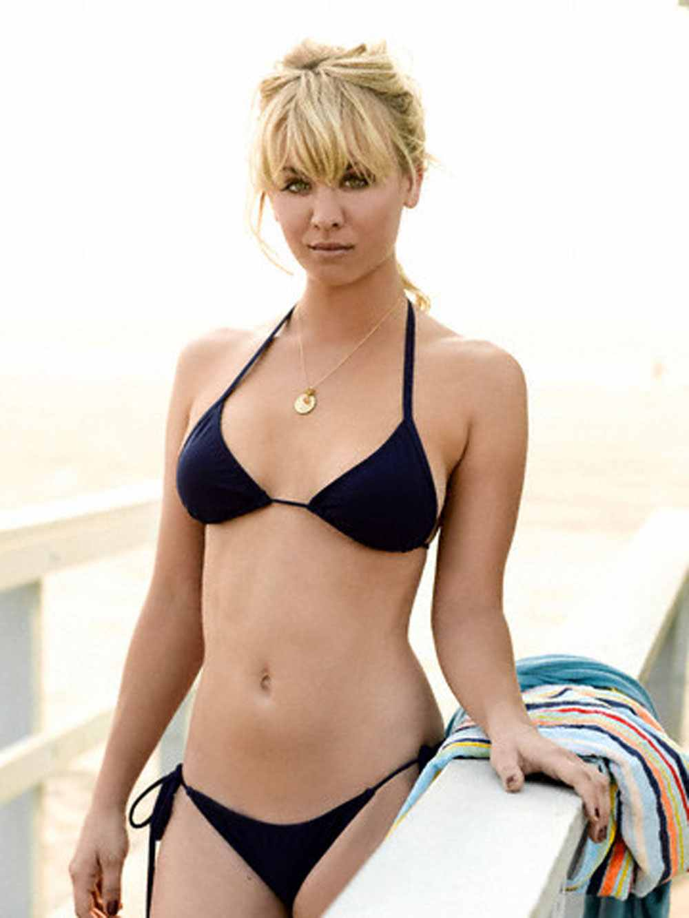Kayley cuoco bikini with