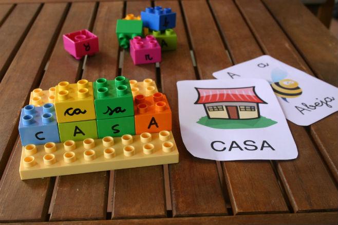 Actividad infantil lectoescritura con lego: formar palabras