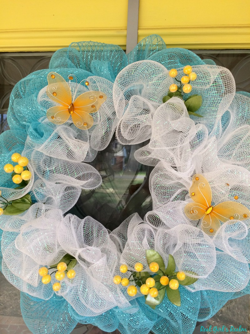 Real Girl\'s Realm: DIY Mesh Spring Wreath