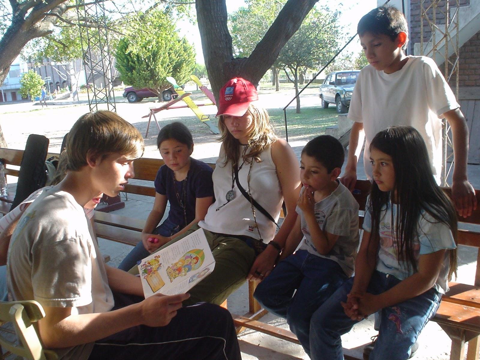 Los Mochuelos De Mari Sierra: Personas Leyendo En Voz Alta