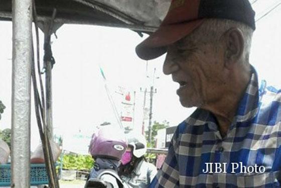 Kisah Pak Tua Penjual Burger di Depan SPBU Jalan Kaliurang Jadi Viral