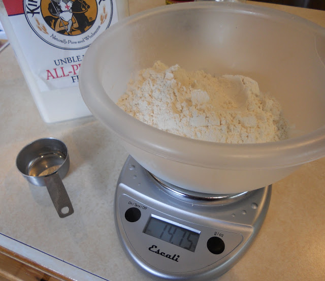 Measure Flour with a Kitchen Scale