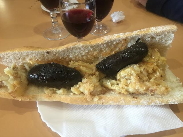 Bar Teruel - Bocadillo de tortilla de patata con cebolla y morcillas