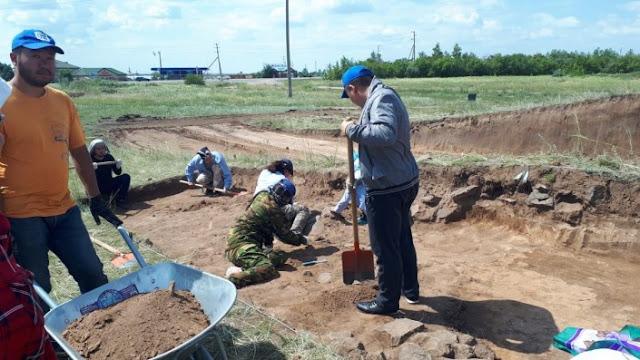 Saka burial mound, later graves found in Kazakhstan