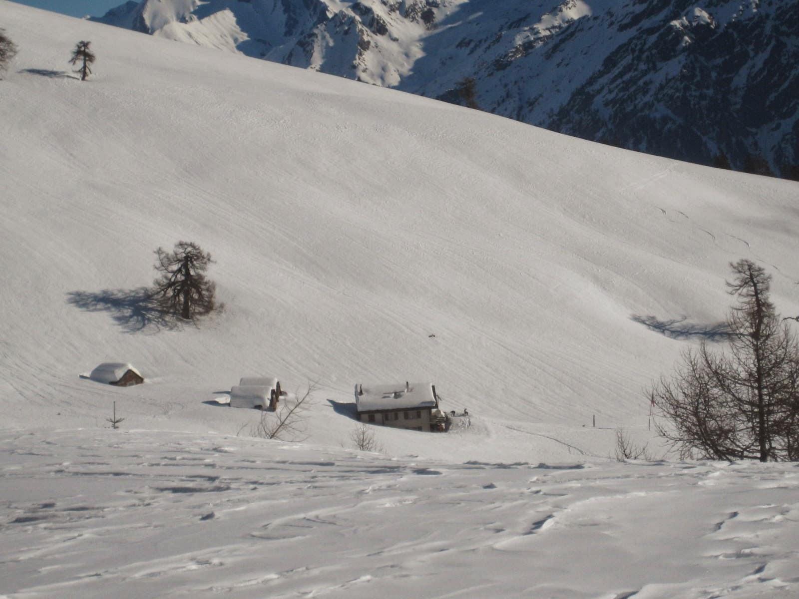 Vagare tra le cime: capanna Piandioss, val di Blenio