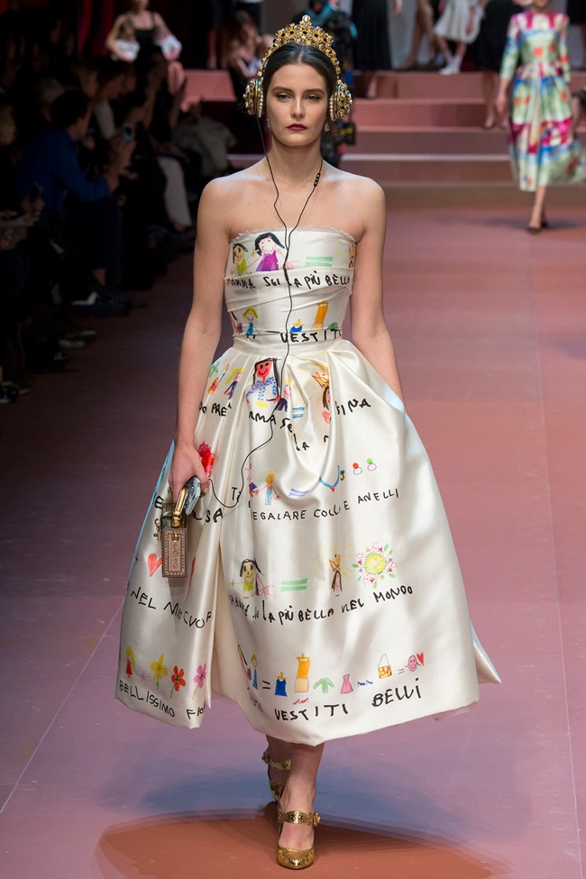 Dolce & Gabbana 2015 AW Children's Painting in White Gown on Runway