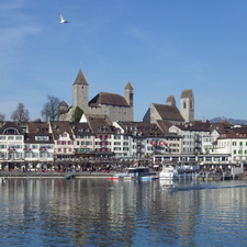 https://geheimtippreisen.blogspot.ch/2016/08/ein-blauer-tag-in-rapperswil.html
