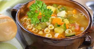Soupe d'hiver légère aux légumes et macaronis