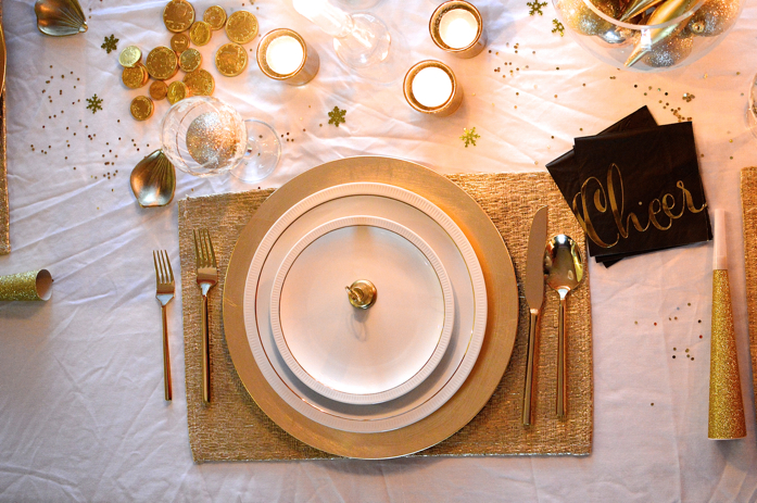 gold theme for new year's eve table styling