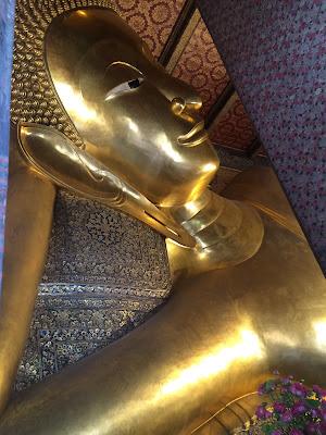 Buda reclinado en el Wat Pho Bangkok