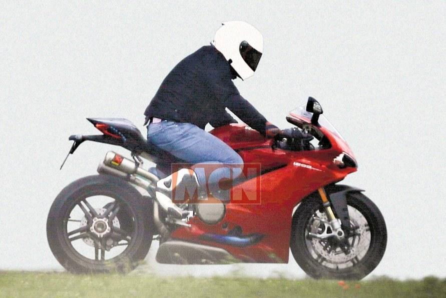 Ducati 1299 Superleggera akan menggunakan frame yang terbuat dari Carbon Fiber ?