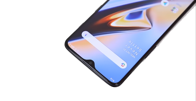 OnePlus 6T Vs Poco F1 display