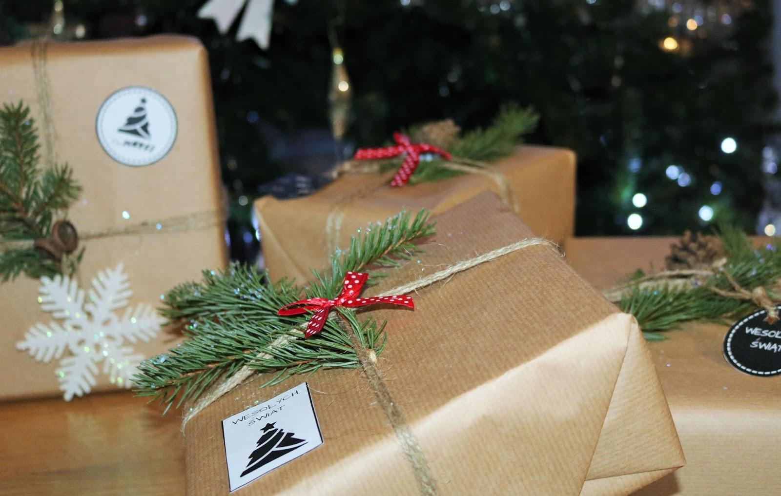 szary papier do pakowania prezentów
