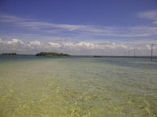 Pantai di Pulau Maringkik