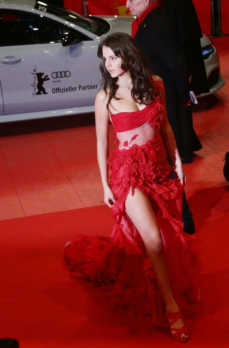 Ruby O. Fee wears a strapless red dress to the 2015 Berlin International Film Festival Closing Ceremony